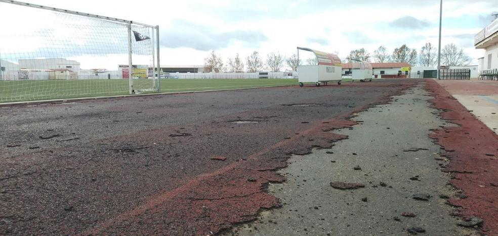 Trece pistas al aire libre, siete homologadas y sólo cinco para competiciones oficiales
