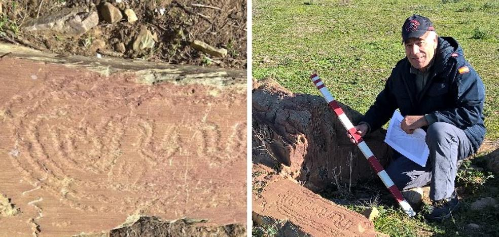 Un vecino de Cheles halla grabados rupestres en la orilla portuguesa del Guadiana