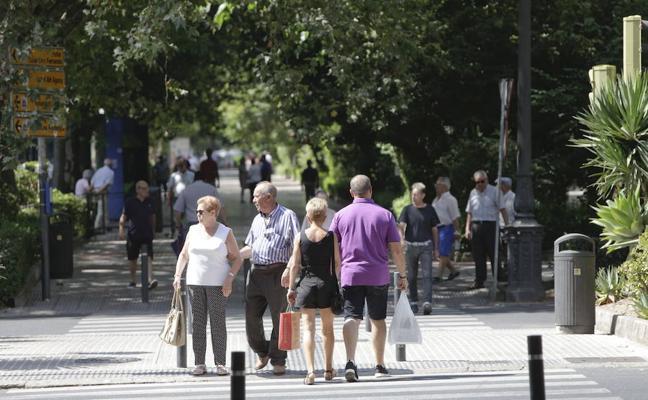 Extremadura pierde 7.858 habitantes y la edad media sube a 43,8 años
