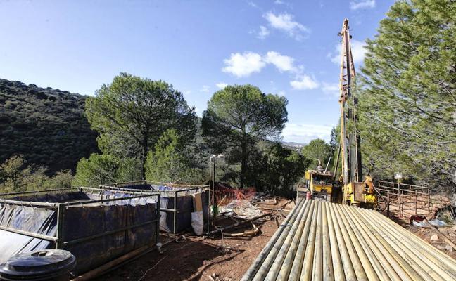 El Ayuntamiento de Cáceres paraliza los trabajos de la empresa de la mina de litio en Valdeflores