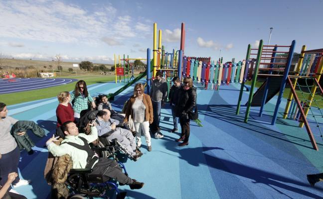 El parque de El Cuartillo elimina barreras y moderniza sus juegos