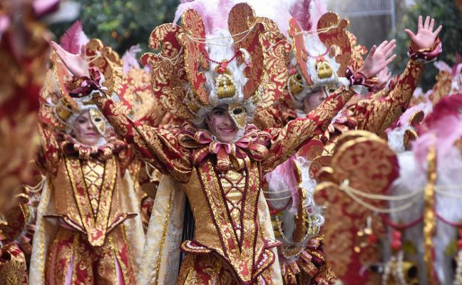 El desfile de Talavera la Real alarga el carnaval