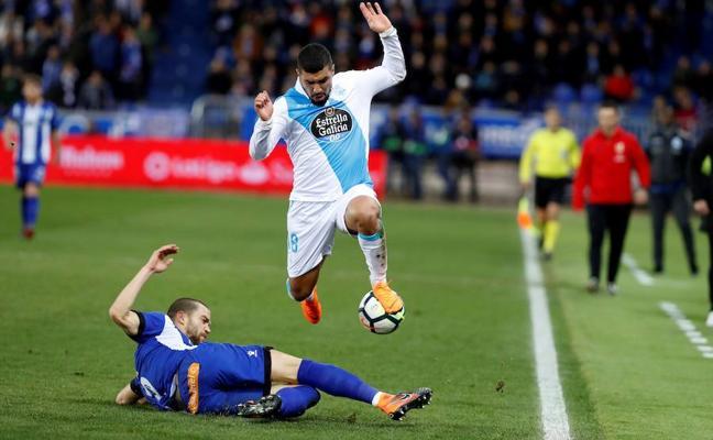 Triunfo vital del Alavés ante un Deportivo que se complica
