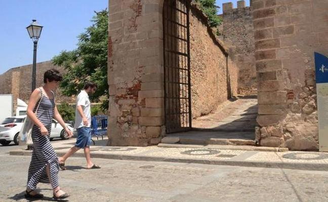 Las obras de rehabilitación de la barbacana y la puerta del Capitel salen a concurso