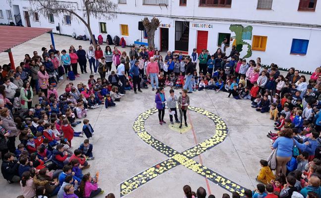 Los alumnos de La Zarza celebran el día contra el cáncer