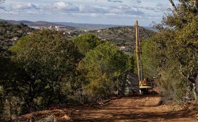 La empresa suspende sus inversiones en la mina de litio de Cáceres «de forma temporal»