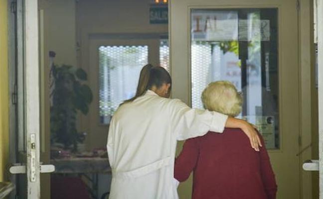 Las asociaciones extremeñas de Alzheimer abandonan varios programas de atención por falta de ayudas