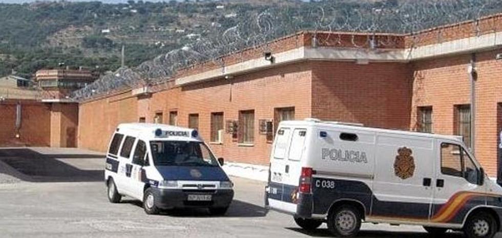 Un interno de la prisión de Cáceres sufre quemaduras tras incendiar intencionadamente su celda