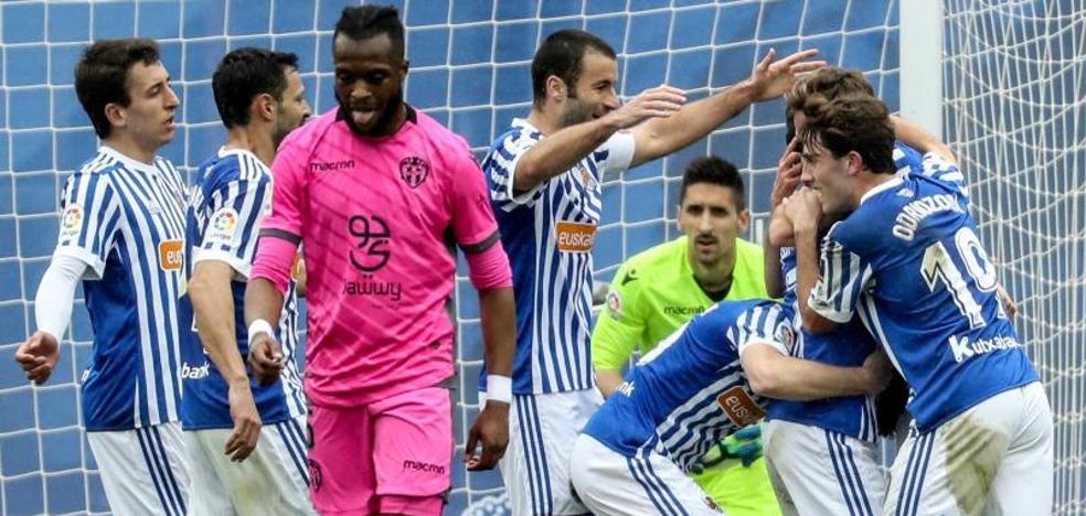 La Real Sociedad vence al Levante y da un respiro a Eusebio
