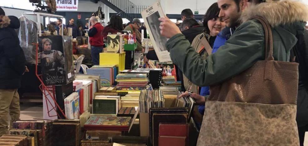 Lleno total en la séptima feria del coleccionismo de Villanueva
