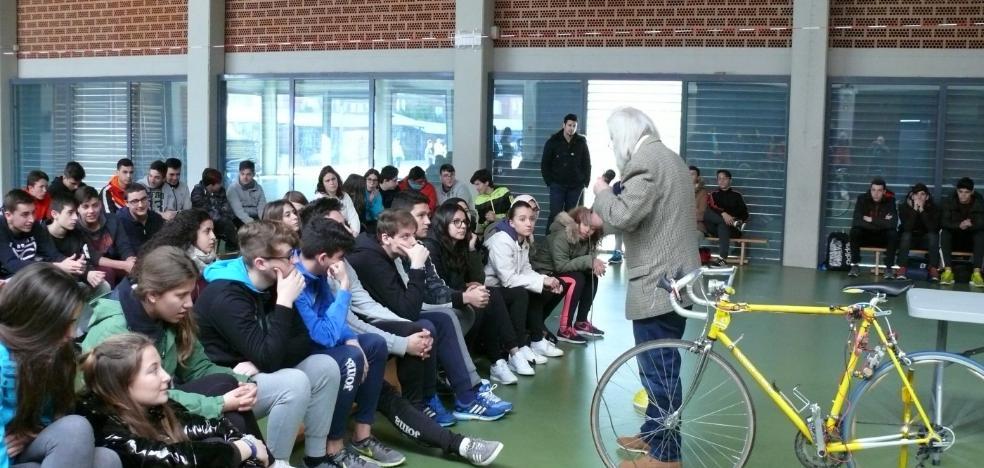 Un inventor extremeño presenta en Almendralejo una bicicleta que genera energía