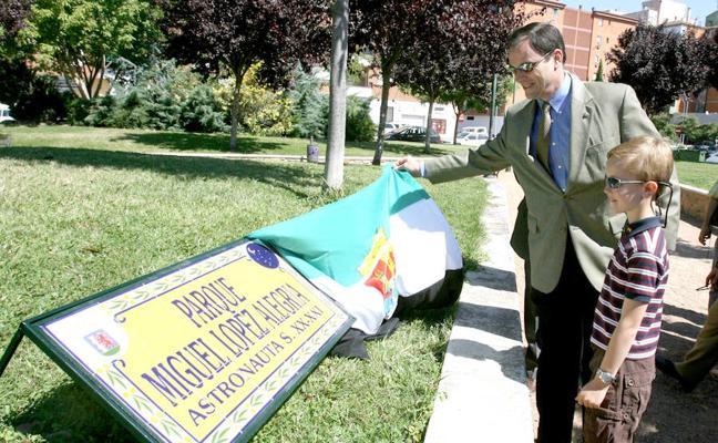 El PSOE de Badajoz exige que Eladio López-Alegría tenga la calle después de dos años