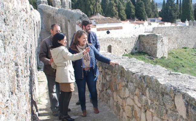 Ya está abierto al público el paseo de ronda de la muralla entre el Arco de Triunfo y el espolón