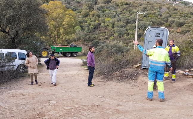 La Policía Local precinta el acceso a San José y se desmantelan las instalaciones
