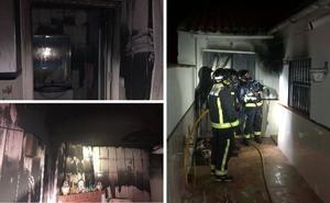 Bomberos de Llerena y Hornachos apagan un fuego en una casa de Valencia de las Torres