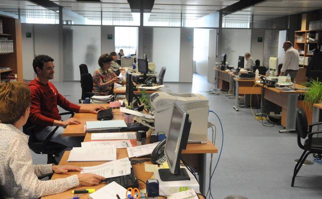 Más de un millar de interinos y temporales de la Junta cobrarán la carrera profesional