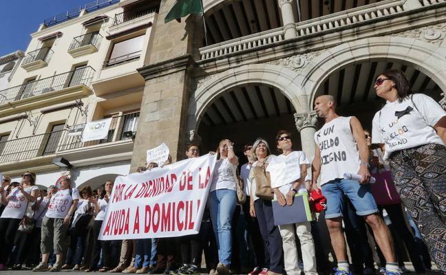 Pizarro asegura que las 56 auxiliares domiciliarias de Plasencia no deberán ir a juicio para cobrar