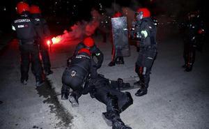 Fallece un ertzaina en la batalla campal entre ultras del Athletic y el Spartak
