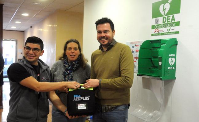 Los 17 desfibriladores se instalarán en los servicios municipales de Mérida en un mes