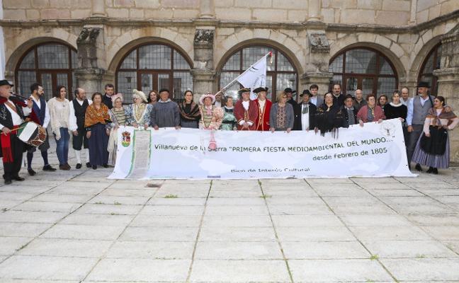 Villanueva de la Sierra recrea la celebración de la primera Fiesta del Árbol