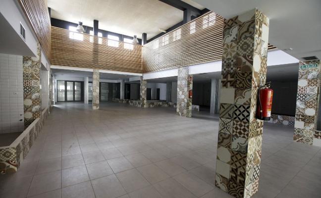 El mercado de Ronda del Carmen de Cáceres solo recibe ofertas para tres de sus 10 puestos