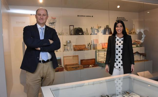 El Colegio de Veterinarios inaugura su museo con más de seiscientas piezas