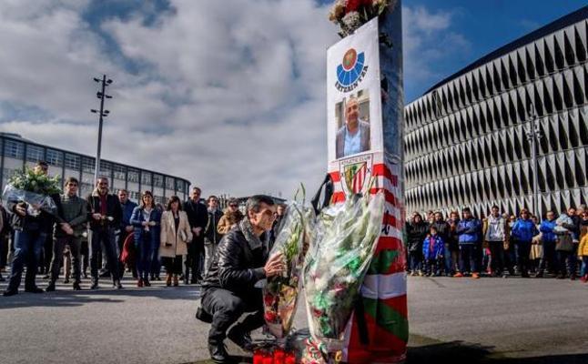 Concentración de repulsa por la muerte del ertzaina en Bilbao