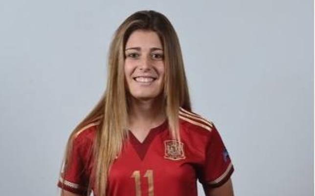 Carmen Menayo recibe la insignia de oro de la Federación de Fútbol