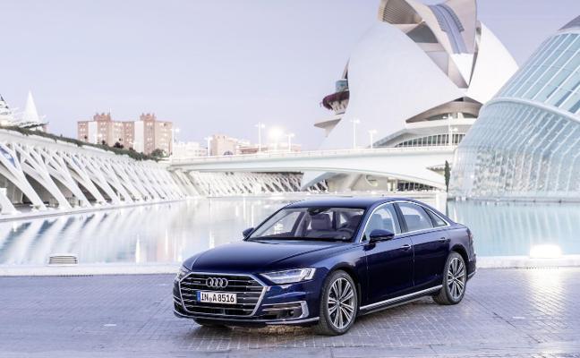 Audi saca a la venta un nuevo A8 que consume menos y con más ayudas a la conducción