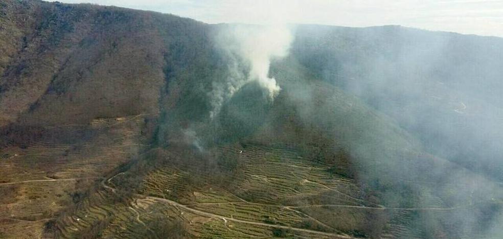 Medios del Ministerio de Medio Ambiente actúan en dos incendios registrados este lunes en la provincia de Cáceres