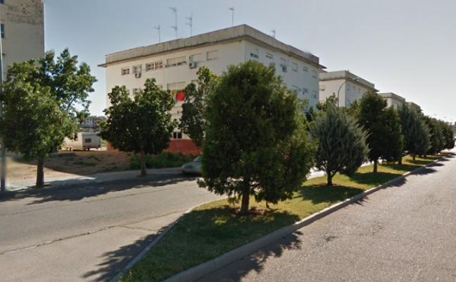 Recogida de firmas para reclamar un centro de mayores en Suerte de Saavedra