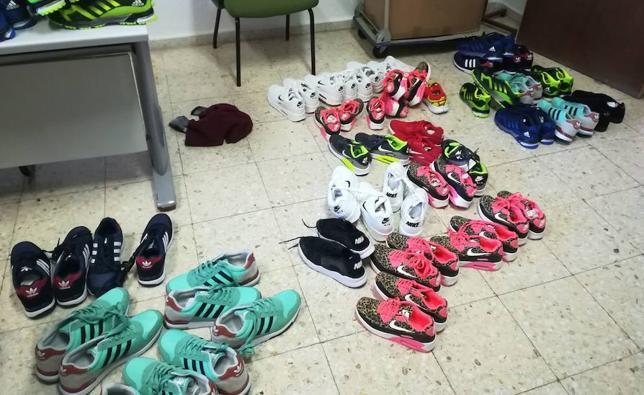 La Policía pone 34 denuncias e interviene 90 pares de zapatillas en los mercadillos de Badajoz
