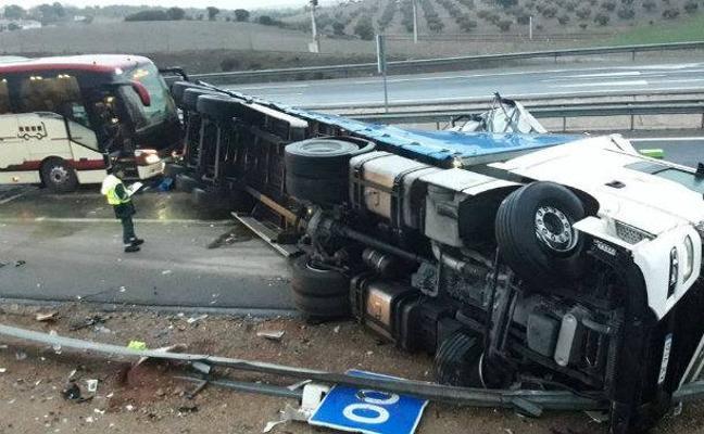 Ríos Renovables-Jaén, aplazado tras el accidente del autobús del equipo zaragozano