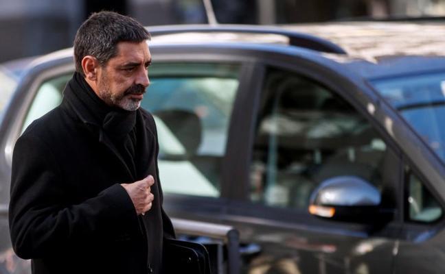 Los Mossos achacan a borrachos y periodistas los daños en coches de la Guardia Civil