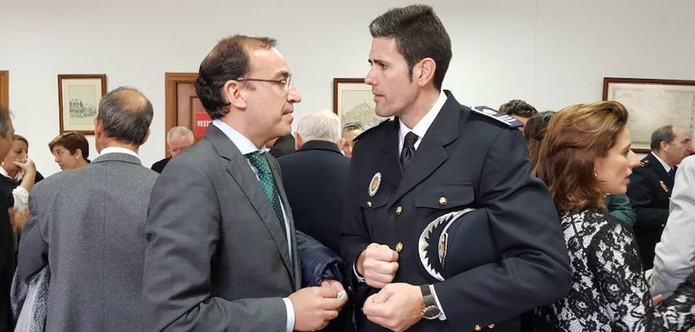 El subdelegado del Gobierno no descarta ninguna hipótesis en el robo de la pistola de la Policía Local en Cáceres