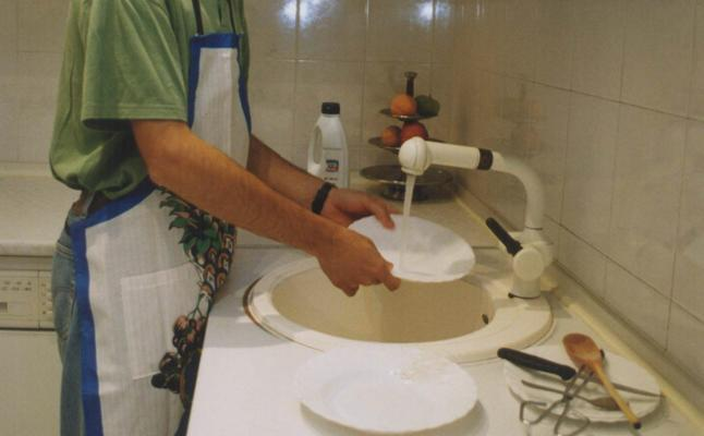 Los hombres jóvenes comienzan a meterse en la cocina