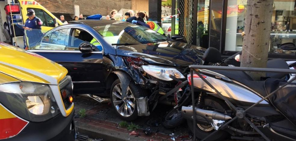 Un vehículo atropella a cuatro personas en una calle de Madrid