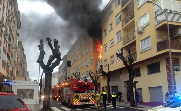 Incendio en un piso ubicado en la barriada de San Fernando de Badajoz