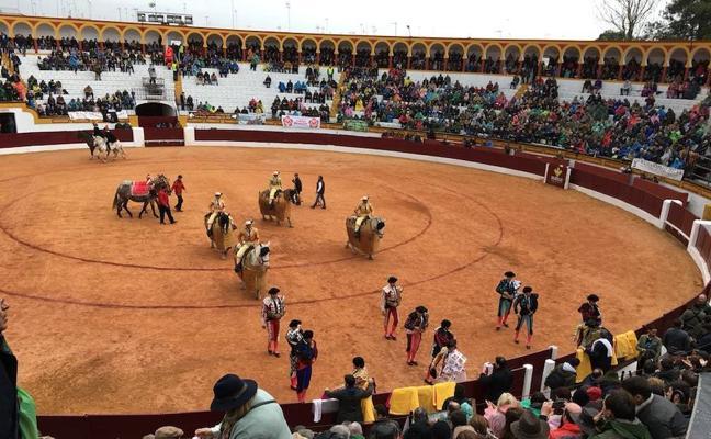 Así hemos narrado la primera corrida de toros de este sábado en Olivenza