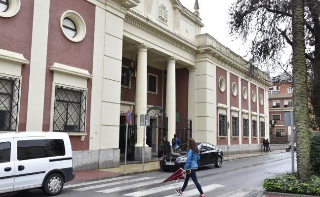 Los institutos Zurbarán y Domingo Cáceres de Badajoz piden un aula más de 1º de ESO
