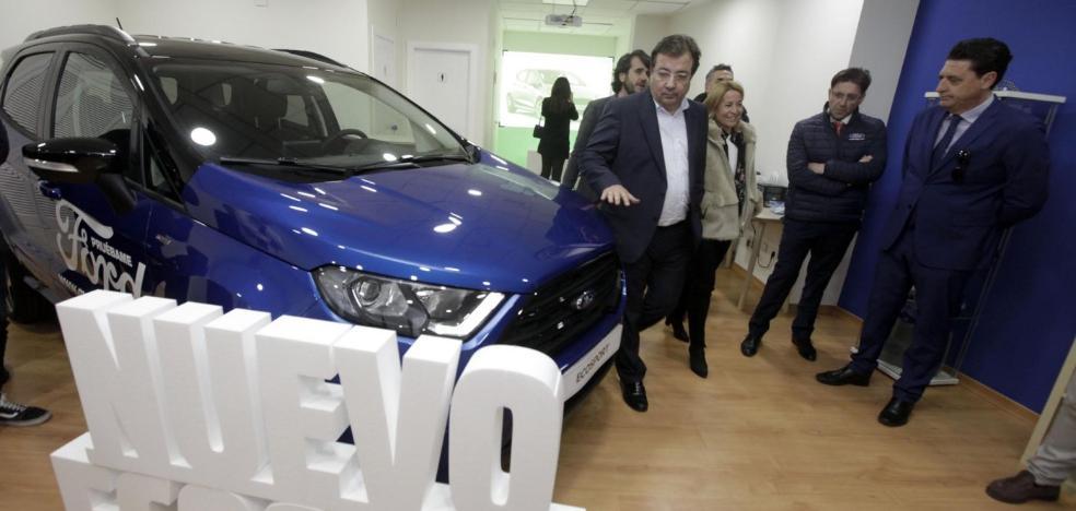 El presidente de Extremadura inaugura el Ford Maven On Shop