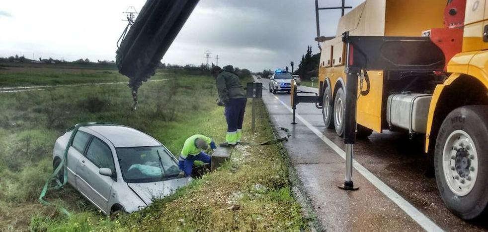 Salida de vía en la Ex-110, en Valdebótoa