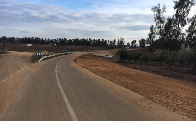 La carretera de Zurbarán seguirá cortada al tráfico hasta el 23 de abril