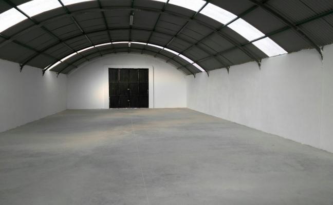Acondicionan en Madrigal de la Vera un almacén como pista de patinaje
