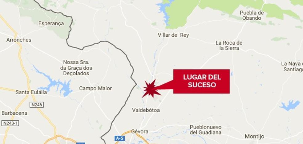 Un herido al chocar un coche y un tractor en la carretera de Badajoz a Alburquerque