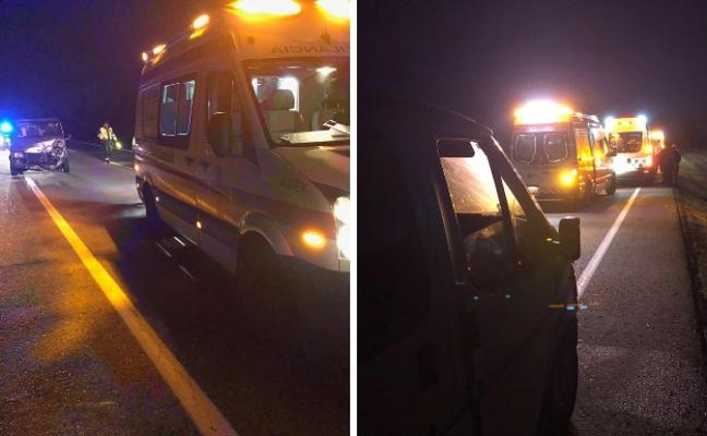Una colisión entre un camión y una furgoneta deja tres heridos en Badajoz