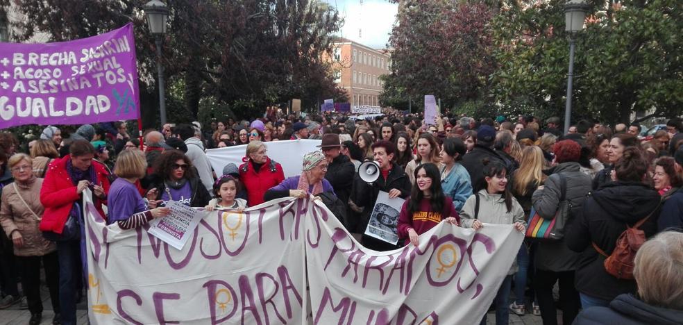 Miles de personas claman en Badajoz por la igualdad de la mujer