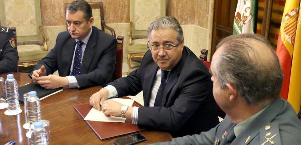 Zoido cierra el acuerdo sobre equiparación salarial para Policía y Guardia Civil