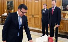 Ramón Escolano jura ante el Rey como nuevo ministro de Economía