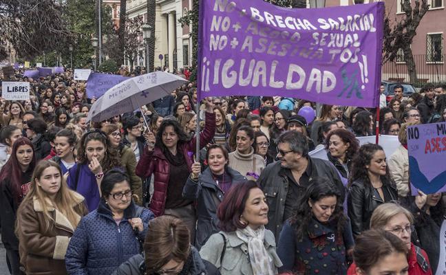 Las mujeres toman las calles de Extremadura en el 8M